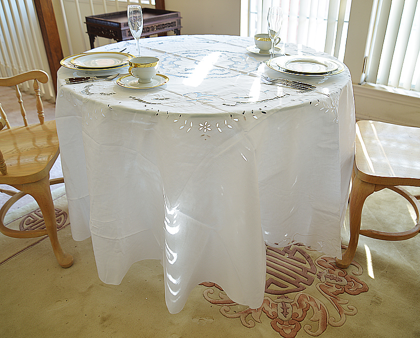 """90"""" Emerald Round Tablecloth."""